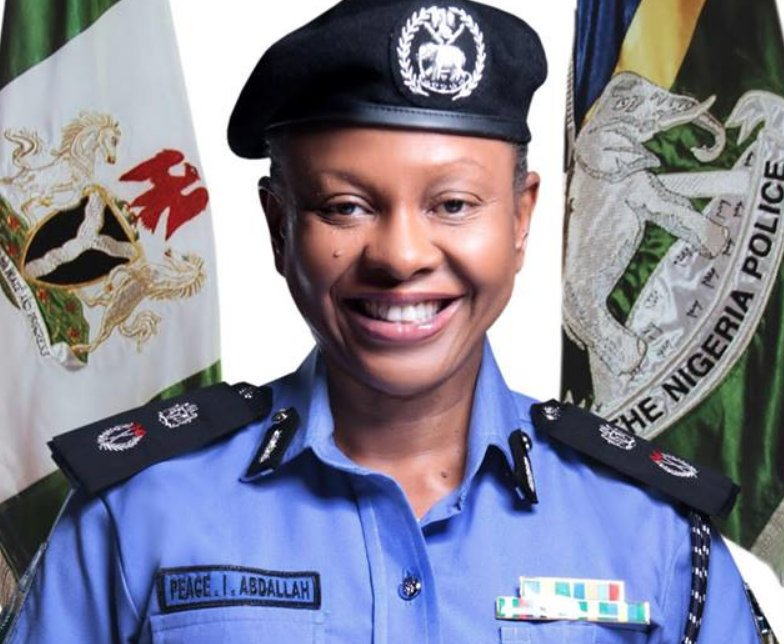 Attractive female police officers zimbabwe